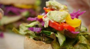 旬の野菜を使ったハンバーガー