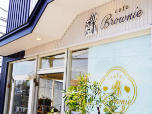 カフェブラウニーの店舗入口